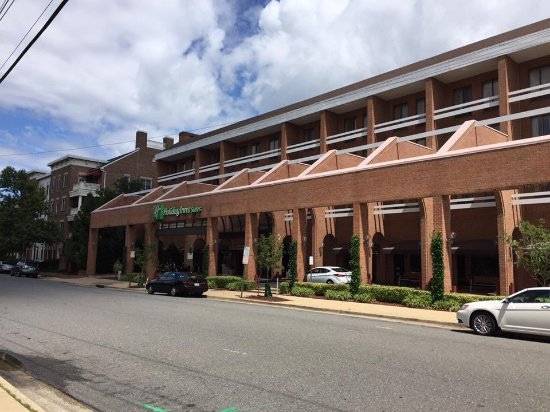 Holiday Inn Hotel & Suites Historic District Alexandria : Entrance of hotel