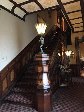 Batcheller Mansion Inn: Beautiful woodwork