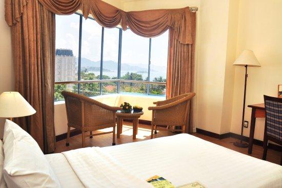 Yasaka Saigon Nha Trang Hotel: senior deluxe room, nice view from room to outside