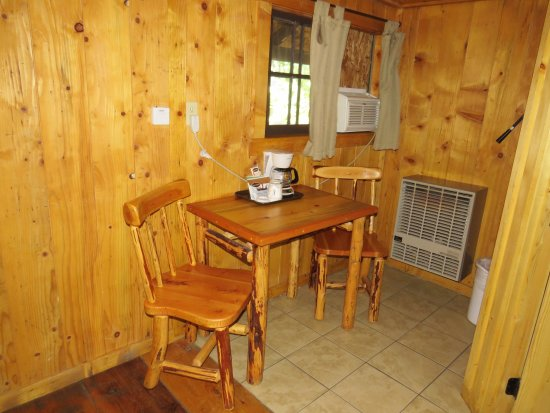 Prospect, Oregón: small kitchen area in Cabin 4