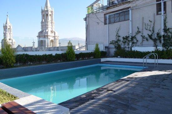 Vista desde la piscina en el techo picture of casa for Hotel casa andina arequipa