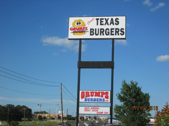Granbury, Τέξας: New Sign has just been up for 2 months