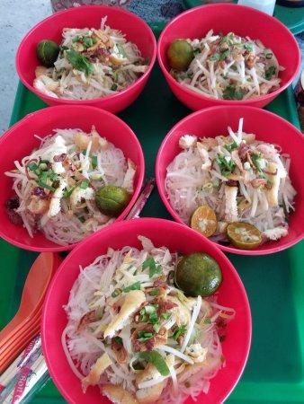 """Papar, Maleisië: Our signature dish, """"Soto"""""""