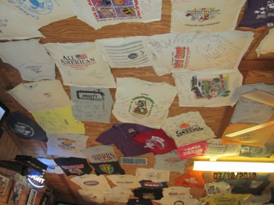 Grumps Burgers: T-shirts on the ceiling