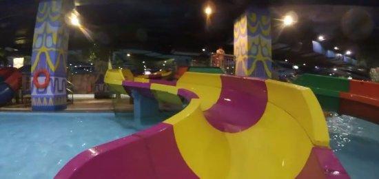 Vinpearl Land Water Park - Royal City: Water slide for kids below 140cm