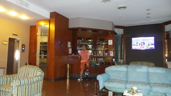 Soperga Hotel: First Floor in front of front desk The bar