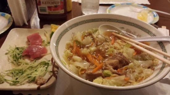 Joy Hotel Restaurant : sashimi and ramen