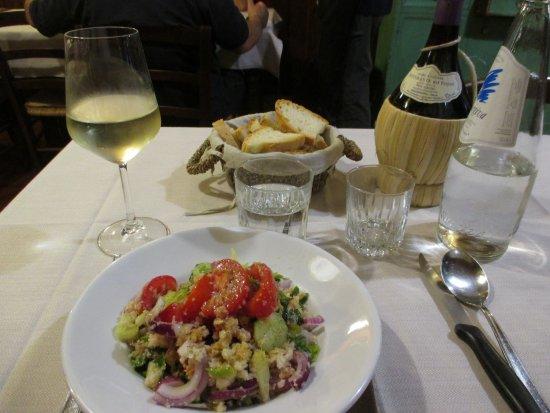 Del Fagioli: 前菜のパン入りトマトサラダとプロ・セッコ、自家製赤ワイン
