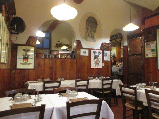 Del Fagioli: 店内。奥が予約席。手前は予約なし席