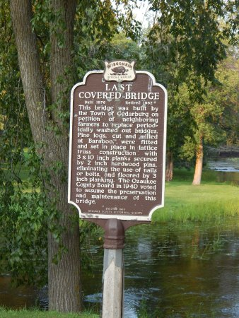 Cedarburg, WI: Sign posted telling about the Bridges History.