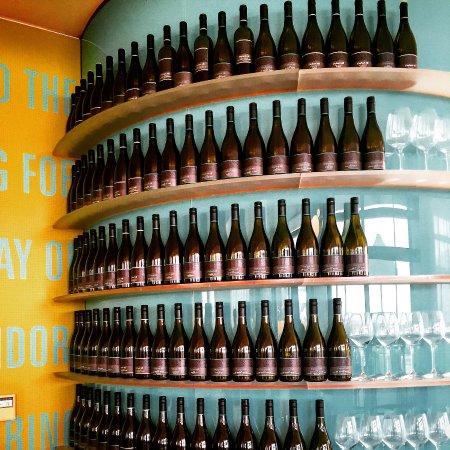 Te Awanga, นิวซีแลนด์: Wine wine wine