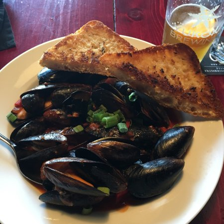 Burnt Toast Cafe : Mussels with Bison Sausage were amazing! Great desserts as well