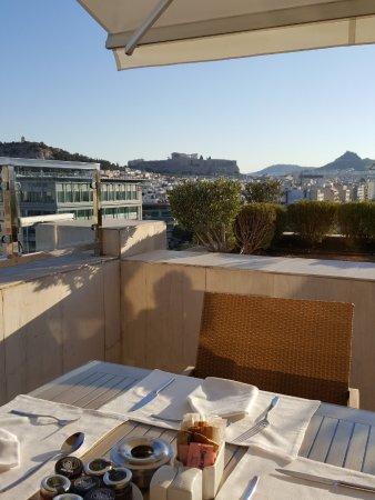 InterContinental Athenaeum: Balcony Breakfast view of the Parthenon from 8th floor Concierge Level