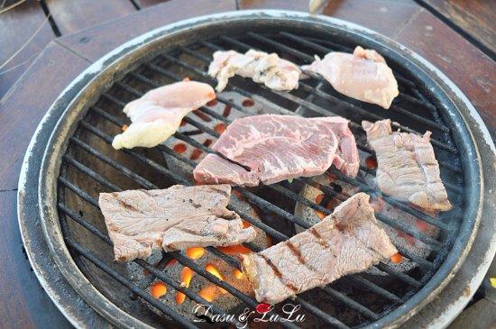 Fiesta Resort Guam: BBQ烤肉,食材很實在