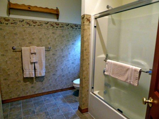 Columbia Falls, MT: Common bathroom.