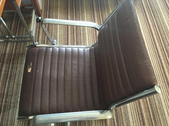 Four Points by Sheraton Sacramento International Airport: This poor chair has done its time - time for a new one!