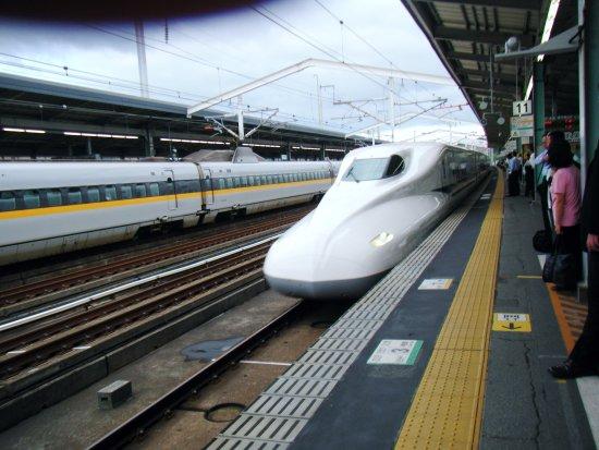 Chugoku, Japan: JR西日本 新山口駅上りプラットホーム のぞみ号