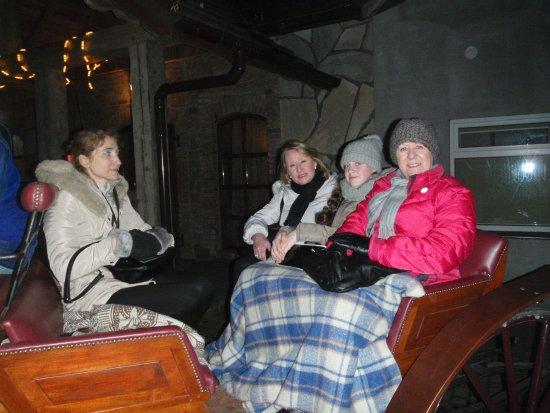 Szymbark, Polen: Nightfall and the return trip by firelit torches!!