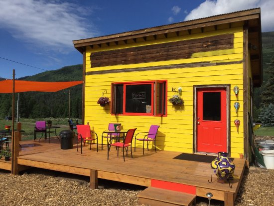 Rico, CO: Loved the striking colors outside and the warm staff inside!