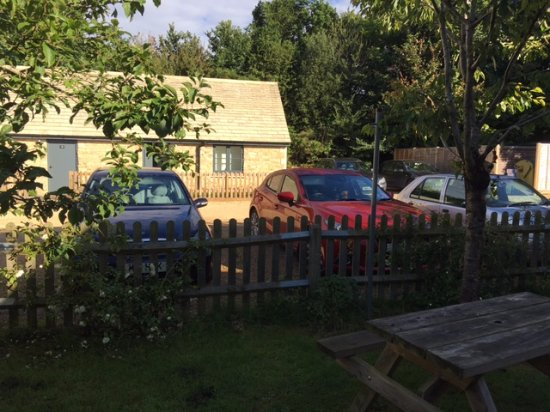 Lechlade, UK: My room from the Beer Garden (across the car park)