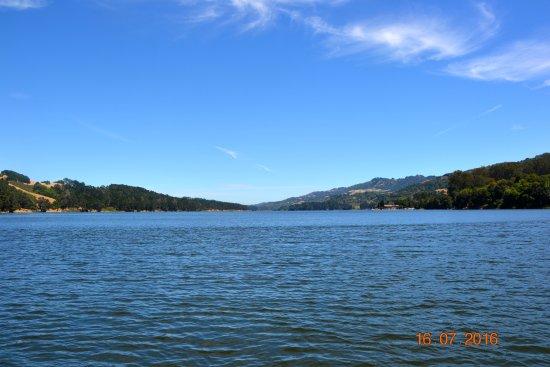 El Sobrante, CA: Насколько хватает глаз - вода, вода...