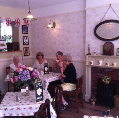Gosport, UK: Customers enjoying a pot of tea at Dolly's