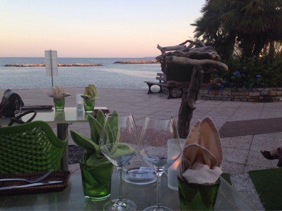 Dame Nature : Tavolo sul mare