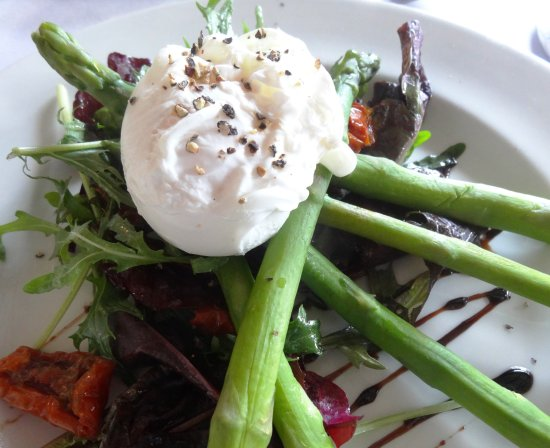 Crewkerne, UK: Asparagus and poached egg starter