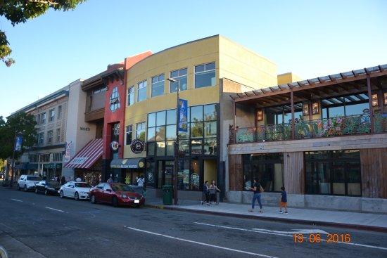 Беркли, Калифорния: Телеграф авеню в Бёркли.