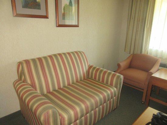 Merveilleux Sitting Area, Couch, Chairs, Best Western Shadow Inn, Woodland, Ca