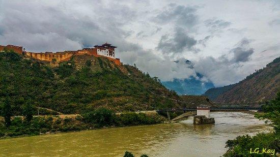 Wangdue Dzong: Dzong under construction
