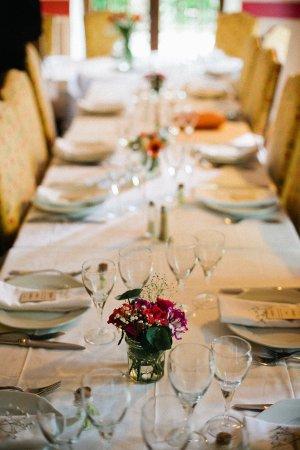 Soreze, ฝรั่งเศส: La table, décorée à nos couleurs.