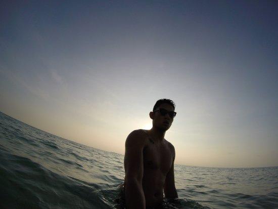 Sablayan, Filipiny: Early morning dip