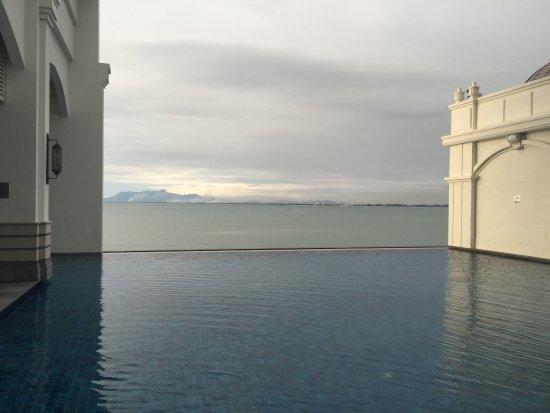 Eastern & Oriental Hotel: hotel annexe pool