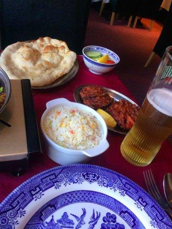 Par, UK: Onion bhaji, rice, nan