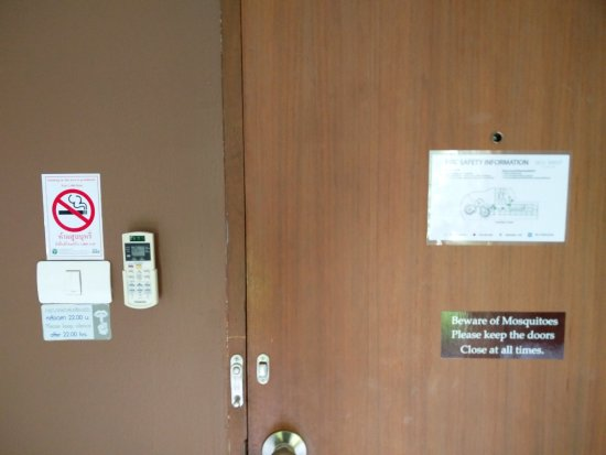 Eco Resort Chiang Mai: Clear instructions on the door.