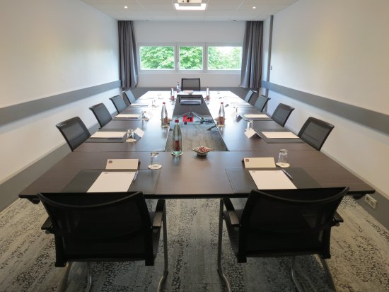 Rungis, Francia: Renovation salle de sous commission