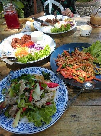 In Buri, Tailândia: อาหารที่สั่งมา 4 อย่างค่ะ