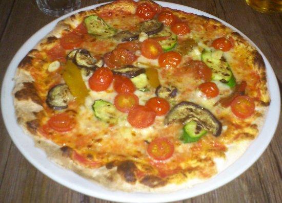 Vella, Suiza: Pizza aus dem Steinofen