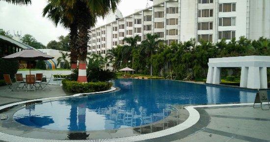 Ramada Plaza JHV: Pool