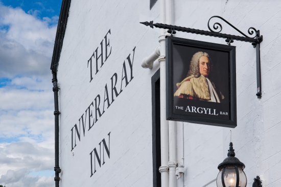 The Inveraray Inn: The public bar entrance