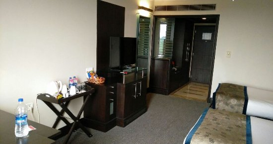 Ramada Plaza JHV: Room