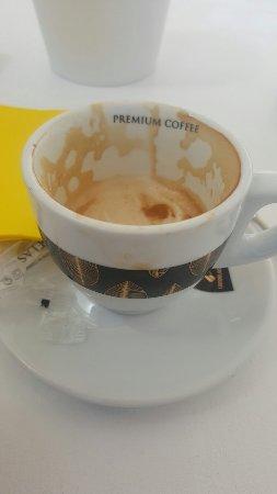 Buena Onda Cafe: Cafe frio y la bolleria horrible ..