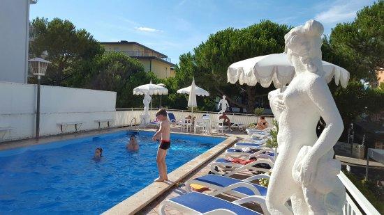 Hotel Trevi: Suite e piscina