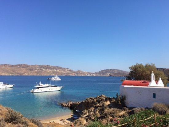 Agios Sostis Beach: the beach