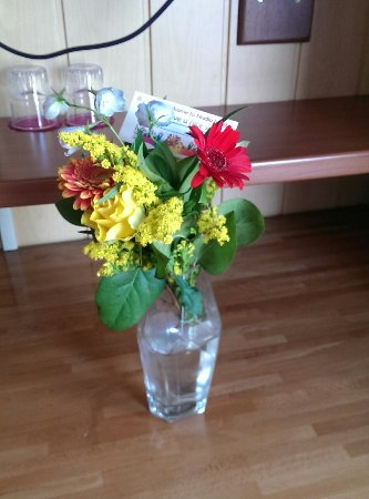 Hotel Nadia: Cute flowers on the table in the room