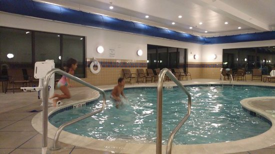 Holiday inn express suites cambridge updated 2017 hotel reviews price comparison oh for Hotels in cambridge with swimming pool