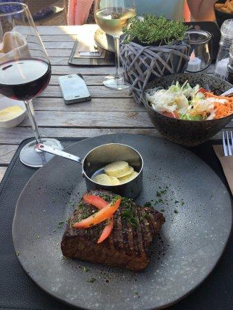Lovendegem, Bélgica: Lekker gegeten op een hele mooie locatie ... De vriendelijke en behulpzame ober is een plus punt