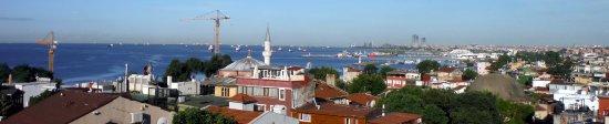Erguvan Hotel: Zoomed shot of Bosphorus from terrace