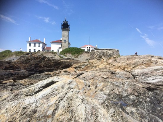 Jamestown, RI: Looking at Lighthouse from water's edge